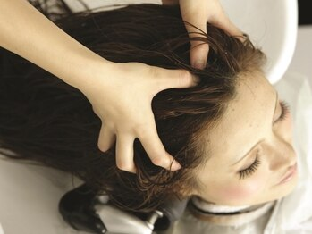 グリーンルーム(GREENROOM)の写真/【oggiotto取扱いサロン】頭皮や肌の状態、気分に合わせて施術する贅沢スパ♪癒しとケアで頭皮も◎