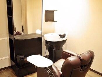 ネスト(NEST)の写真/全席半個室が好評の隠れ家サロン♪別途¥2.160でシャンプー台付きのお席もございます☆(要予約)