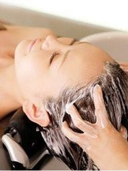 ヘアデザイン シェリ(hair design CHERI)の写真/【垂水駅徒歩3分】日頃の疲れを癒し気分をリフレッシュ♪美髪を手に入れるためには頭皮環境の改善から☆