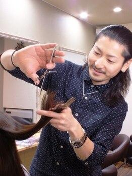 ギフト ヘアーアンドライフドレッサーズ(gift Hair&Life Dressers)の写真/オーナーによる繊細な[カット×センス]でなりたいスタイルを実現★顔周りのカットを丁寧にする事でモチも◎