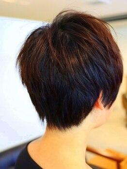 ヘアプロデュースハイドアウト(hair produce hydeout)の写真/気になるうなじのうぶ毛もシェービングですっきり♪生え癖に合わせたカットでシルエットの綺麗な襟足美人に
