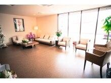 ストーリアエフスパアンドリラクゼーション(storia.f Spa&Relaxation)の雰囲気(アジアやヨーロッパの輸入家具で揃えられた待合スペースで快適♪)