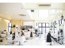 ハナブサ 二日市店(HANABUSA)の雰囲気(店内は白を基調とした清潔感溢れる空間)