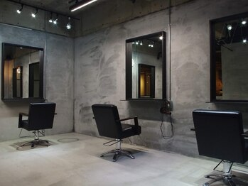 サイヘアーデザイン(Sai hair design)の写真/シックで落ち着くお洒落空間◆一人ひとりと真摯に向き合い、思い描いていた「なりたい」を形にしてくれる―