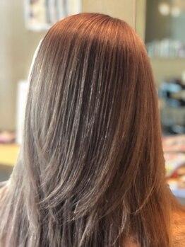 ステージライト(STAGE LIGHT)の写真/お一人お一人の髪色やお好みに合わせた幅広いカラーリングが可能!グレイカラーでもお洒落を楽しめます☆
