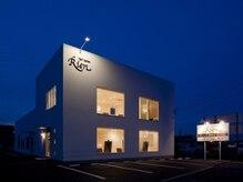 ヘアーサロン リアン 熊谷2号店(hair salon Rien)の雰囲気(4つの窓が印象的な外観。店舗前4台・店舗横4台駐車場あり。)