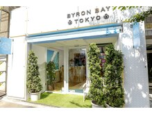 バイロン ベイトウキョウ(BYRON BAY TOKYO)の雰囲気(まっ白い外観が目印です)
