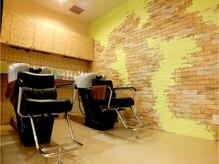 ヘアメイク フレンシア クエゴ(hair make flencia Qego)の雰囲気(全8席。シャンプー台も仕切りがあるので、落ち着きます★)