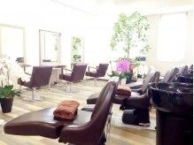 エニーハウ 川口駅東口(Hair & Make anyhow)の雰囲気(川口駅前店 明るくゆったりした、温かみのある癒しの空間)