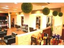ヘア アトリエ ヴィヴァーチェ(hair atelier Vivace)の雰囲気(ナチュラルな落ち着いた空間で貴女をお迎え致します)