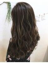 ヘアーデザイン アコースティック(Hair Design ACOUSTIC)グレージュハイライトカラー
