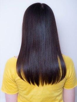 アローラ バイ ヘッドライト 関内店(AROLA by HEADLIGHT)の写真/【縮毛矯正+カット+トリートメント¥11900】髪ストレスを解消し、触れてみたくなるような柔らかい曲線美に