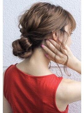 濡髪おすすめアレンジ7選|おすすめスタイリング剤5つ