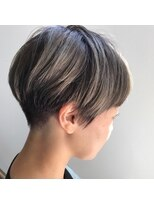 ヘアー アイス ルーチェ(HAIR ICI LUCE)グレイアッシュ 刈り上げ女子 グラデーション パール