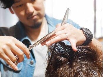 ロバーツヘアー 吉祥寺店の写真/【髪質・クセ・骨格を活かすカット】整髪料なしでもキマる再現性の高いヘアに。<理容室><吉祥寺/メンズ>