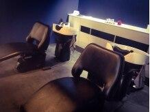 ロスサロン(Ros salon)の雰囲気(シャンプー台はゆっくりしていただけるようにフラットです。)
