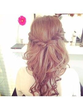 結婚式髪型ハーフアップ くるりんぱハーフアップ☆
