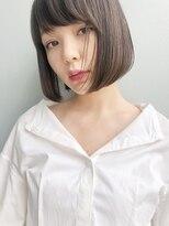 ベラドルチェ(Bella Dolce)小顔に見せるシンプルなグレージュボブ