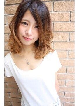 小顔に見える髪型 ミディアム アッシュベージュ×大人可愛いセミ☆