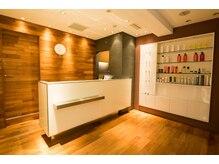 レンジシ シュプリーム(RENJISHI Supreme)の雰囲気(ウッド調でスタイリッシュなフロントでお客様をお迎え致します!)