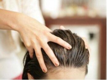 """アズーラ 成城店(AZURA)の写真/人気の""""クリームヘッドスパ""""で頭皮をほぐし、疲れやストレスを解消◎お得なクーポンもお使い頂けます☆"""