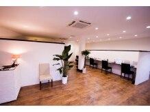 ヘアカラーアンドトリートメント専門店 ヘアカラーカフェ 神崎川店 (HAIR COLOR CAFE)の雰囲気(受付、塗布スペース)