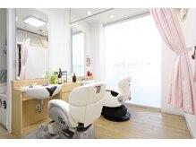 ヘアーメイク ファイン 高円寺店(Hair Make Fine)の雰囲気(レディースシェービングの際は、カーテンで仕切って行います。)