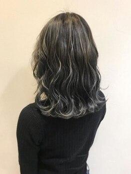 マニス オブ ヘアー 醍醐店の写真/白髪も自然に馴染む】トレンドも押さえた明るめグレイカラーは白髪染めにも◎