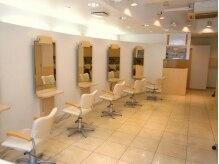 モデルズ(MODELS)の雰囲気(白を基調とした店内で施術が受けれます。)