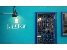 キートス(Kiitos)の雰囲気(青い入口♪)