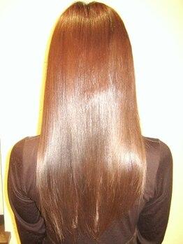 ポップ美容室(POP)の写真/『トリートメント縮毛矯正』で潤いたっぷりのナチュラルな仕上がり♪髪のお悩みに一緒に向き合ってくれる!
