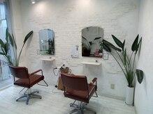 クリークヘアデザイン(Creek hair design)の雰囲気(セット椅子が2台の小さなお店です)