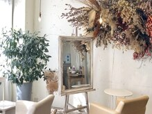 アトリエリード(atelier Lead)の雰囲気(階段を上がるとあなたを可愛くする魔法の鏡が待っています…)