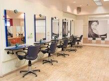 モーリスヘアー ダイエー西台店(Morris Hair)の雰囲気(どなたでも入りやすい、明るく清潔感のある店内。)