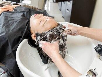 ブラン(Blanc)の写真/厳選商材で頭皮の汚れを取り除き、頭皮環境を整えます。日々の疲れまで癒される至福のひとときを…☆