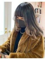 黒髪 × ブロンド インナーカラー レイヤーカット