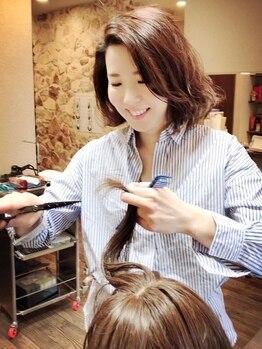 ルミナ オーガニックヘアー(LU3NA organic hair)の写真/歴10年以上のベテラン女性スタイリストが担当☆親しみやすく、悩み相談がしやすいのも魅力です♪