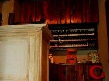 サンク(cinq)の雰囲気(店内のものは、ほとんどがオーナーこだわりの手作りです。)
