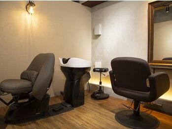 シェルビー 新宿(SHELBe)の写真/上質なプライベート空間+マンツーマン施術で癒しと綺麗をお届け[新宿/髪質改善/インナーカラー/ヘッドスパ]