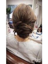 カリーナヘアー(carina hair)ルーズなヘアーアップスタイル