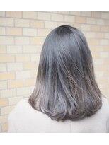 ノエル ヘアー アトリエ(Noele hair atelier)『Noele』切りっぱなしスモーキーアッシュグレー