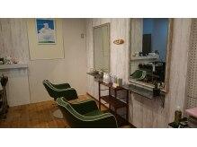 美容室 ワークス ヘアーの雰囲気(カット椅子も癒し系カラーのグリーンをチョイス)