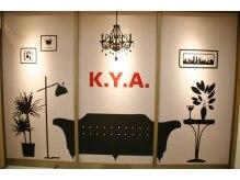 ケーワイエー(K.Y.A.)の雰囲気(入口でかわいい絵がお出迎えします!)