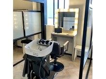 アールサロンアオヤマ(Rr salon AOYAMA)の雰囲気(全席半個室、移動式シャンプー台の完全プライベート空間です!)