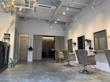 アンドレ ヘア デザイン(Andre Hair Design)の雰囲気(天井も高く、席の間隔が広いのでコロナ対策もバッチリ)