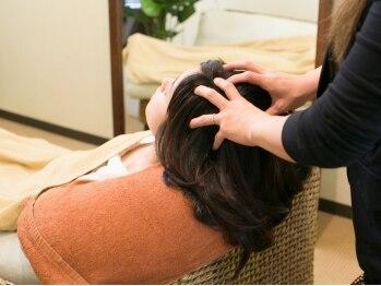 クラウディア ヘアーアンドスパ(Claudia hair&spa)の写真/天然精油の心地よい香りとヘッドマッサージで髪も心もリラックス…♪キレイになるには癒しも必要☆