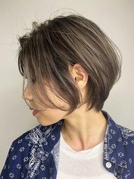 バベル(BABEL Hair Design)の写真/常に最新トレンドを取り入れ、毎日のスタイリングやお手入れも簡単にまとまる巧みなカット技術にお任せ!