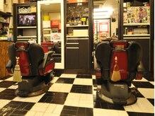 ヘアーサロン ジーバーズ(G-Bar's)の雰囲気(オーナーのこだわりが詰まったにぎやかな店内♪)