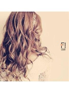 ヘアーメイクアンドネイル エフプラス(hairmake&nail F PLUS)【F PLUS!-エフプラス-】ナチュラルな巻き髪スタイル