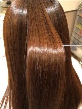 シレーナ ヘアーリゾート(Sirena Hair Resort)の写真/ダメージレスで長持ちする縮毛矯正は隠れた人気メニュー♪理想のフォルム実現でリピーター続出☆